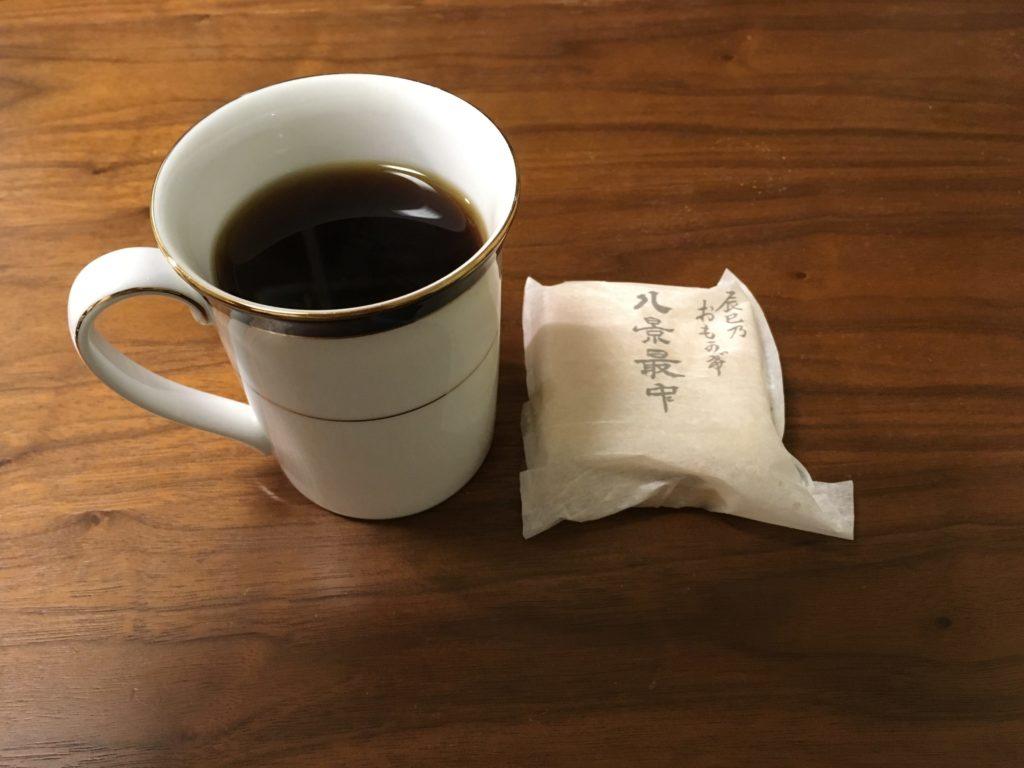 今日のお茶請けはつぶあんの最中